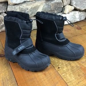 Boys Size 2 Totes waterproof winter snow boots EUC